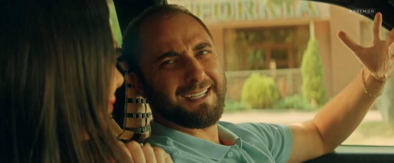 Демис Карибидис в сериале Отпуск.