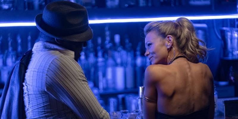 Название фильма, где девушка притворяется пьяной, а делает ловушки для парней.